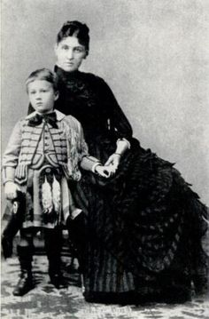 Franklin Delano Roosevelt with his mother Sara.- So this is the infamous Sara Roosevelt. American Presidents, American History, Roosevelt Family, 32 President, Franklin Roosevelt, Theodore Roosevelt, Presidential History, Presidential Trivia, Victorian