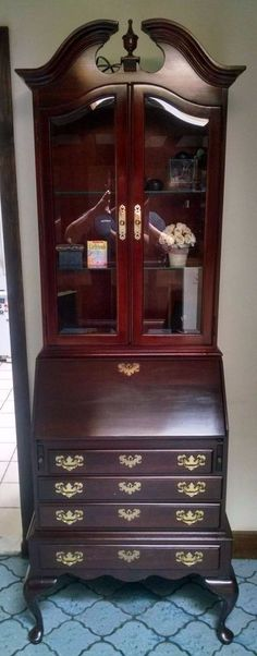 Ethan Allen Georgian Court 2 Piece Slant Front Desk and Lighted Curio #EthanAllen #QueenAnneStyle