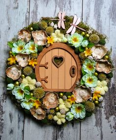 Door Wreaths, Garden Art, Flower Designs, Christmas Wreaths, Floral Wreath, Spring, Flowers, Diy, Crafts