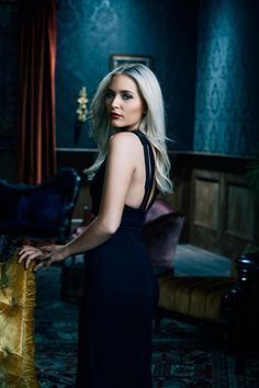 Check out 'Nashville' final season's stylish promo photos Nashville Season 6, Nashville Tv Show, Lennon Stella, Melissa Rauch, Tv Show Casting, Popular Shows, Hair 2018, Classy Outfits, Classy Clothes