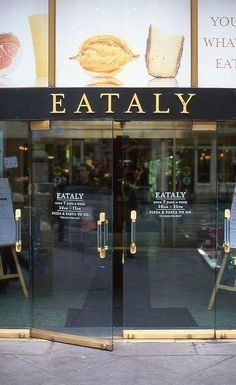 NEW YORK -Eataly~ this is a huge food lover's paradise for shopping and eating as well; a must see in NYC Flatiron Building, A New York Minute, Voyage New York, Empire State Of Mind, I Love Nyc, Nyc Restaurants, Romantic Restaurants, Ny Ny, All Things New