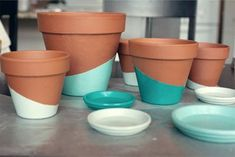 Patio flowers pots fun 59 ideas for 2019 Painted Clay Pots, Painted Flower Pots, Herb Pots, Garden Pots, Glass Garden, Apartment Plants, Apartment Ideas, Apartment Therapy, Terracotta Flower Pots