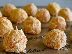Self Sufficient Me's Raw Tamarillo Balls - Looking for delicious tamarillo recipes? This raw food recipe for coconut covered fruit balls from Self Sufficient Me is simple and delicious! Healthy Blender Recipes, Coconut Recipes, Raw Food Recipes, Cooking Recipes, Vitamix Recipes, What's Cooking, Healthy Deserts, Healthy Sweets, Vegan Snacks