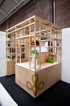 Friska Foodhallen Amsterdam by VanOmmeren Architects VanOmmeren Architects have designed Friska, one of 25 food kiosks in a food hall in Amste… Kiosk Design, Cafe Design, Booth Design, Retail Design, Store Design, Food Stall Design, R Cafe, Stand Feria, Pop Up Cafe