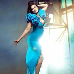 Most Beautiful Bollywood Actress, Bollywood Actress Hot Photos, Bollywood Girls, Beautiful Indian Actress, Actress Photos, Kareena Kapoor Bikini, Kareena Kapoor Pics, Indian Celebrities, Bollywood Celebrities