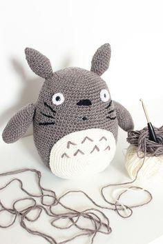 Wer mir auf Snapchat folgt (@enimenimuh), der hat schon in den letzten Wochen gesehen, woran ich immer mal wieder gearbeitet habe, nämlich an einer Totoro-Häkelfigur. Dieser Totoro war ein Geschenk…