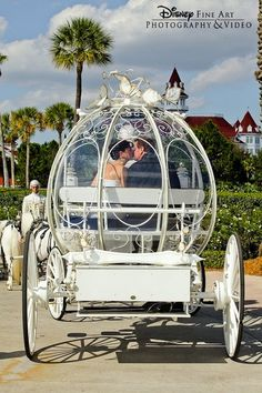 Weddbook ♥ Fairytale Wedding Car for dream wedding. Cindrella's wedding car used for weddings at Disneyland. Magical Wedding, Dream Wedding, Wedding Day, Blue Wedding, Diy Wedding, Wedding Venues, Winterthur, Disney Dream, Disney Love