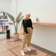 hijab remaja simple 28 Trendy Ideas For Clothes Photography Simple Hijab Casual, Ootd Hijab, Hijab Chic, Stylish Hijab, Modern Hijab Fashion, Street Hijab Fashion, Muslim Fashion, Ootd Fashion, Fashion 2020