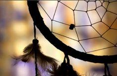 Atrapasueños - Anaco Leon Diy Un Templo del Sueño ATRAPASUEÑOS ¿Conocéis su origen y lo que representa? El atrapasueños son unos adornos formados por un aro con una red en su interior y ... https://goo.gl/be843w