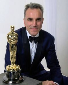 . #Fact on Sir Daniel day Lewis . •Always quiet and introverted, he said that he was not popular in school and was mocked as an outsider while growing up in England, partially because he was of half-Jewish/half-Irish stock. The upside was that, instead of socializing, he developed a rich fantasy life that later helped him to delve so deeply into his characters. . Still so sad he's retired. #filmcommunity #favs #cinema #film #movie #movies #movielovers #illovemovies #Danieldaylewis