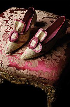 Isabelle de Borchgrave-paper shoes