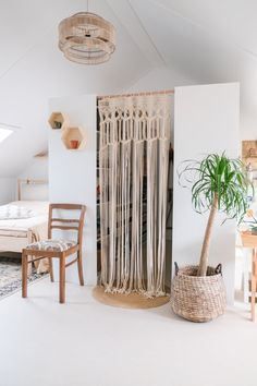 Frequently asked questions about our PAX walk-in closet - A good story Most asked . Ikea Kura Hack, Ikea Hacks, Walk In Closet Diy, Küchen Design, Interior Design, House Design, Ikea Organization, Closet Bedroom, New Room