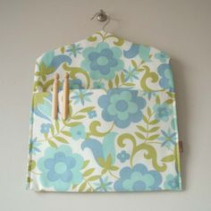 Blue daisy #ecofriendly #vintage #fabric clothespin bag  pouchbags.blogspot.com