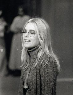 glasses France Gall : Girl in glasses France Gall, Star Francaise, Girls With Glasses, 70s Glasses, Women In Glasses, Girl Glasses, French Girls, Mode Style, 70s Style