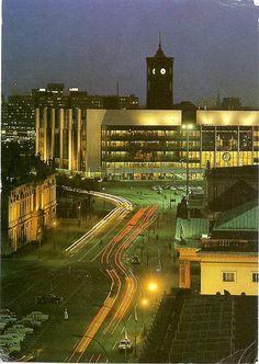 Ost-BERLIN 80er Jahre, Blick zum Palast der Republik, dahinter das Rote Rathaus