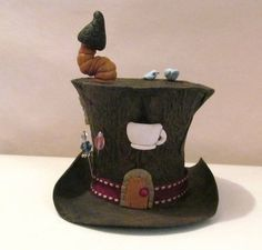 This chick makes these amazing tiny top hats out of tp rolls! Amazing! Her tutorial is on craftster