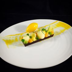 """Exotic fruit and Ivoire chocolate Bar with Mango Sorbet @valrhonausa @valrhonafrance @valrhonaes #TagsForLikes #Bachour #bachourchocolate…"""