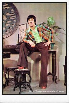 All for Kung Fu, Tai Chi & Martial Arts — taichi-kungfu: Handsome Bruce Lee! Bruce Lee Photos, Mode Masculine, Costume Année 70, Kung Fu, Artiste Martial, Bruce Lee Family, Bruce Lee Martial Arts, Brandon Lee, Enter The Dragon