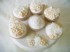 Vintage Ivory Wedding Cupcake Designs