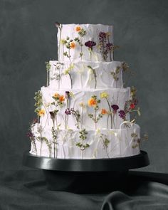 6 Fresh Ways to Decorate Wedding Cakes With Flowers | Martha Stewart Weddings