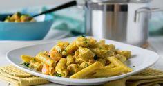 Richtig lecker schmeckt diese One Pot Pasta in cremiger Currysauce mit Hähnchenbrustfilet und Mozzarella. Einfaches Rezept, super köstlich. Ohne Kokosmilch.