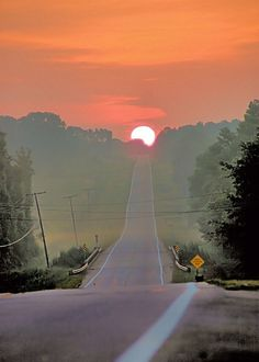 Sunrise on the Road Beautiful Roads, Beautiful Sunset, Beautiful Landscapes, Beautiful Places, The Road, Sunset Road, Road Pictures, Belle Photo, Background Images