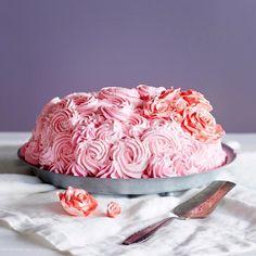 Ruusuinen täytekakku