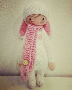 """""""Wieder ein süsses Häschen fertig und die Ohren rascheln auch noch.  Häschen hüpf   #lalylala #catania #schachenmayr #wool #wolle #häkeln #crochet #rosa…"""""""