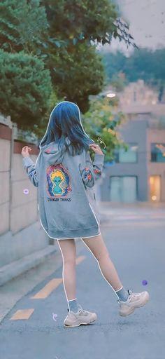 Pretty Korean Girls, Cute Korean Girl, Asian Girl, Iu Fashion, Korean Fashion, Kpop Girl Groups, Kpop Girls, Iu Hair, Watercolor Wallpaper Phone