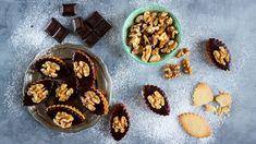 Křehké oříškové sušenky plněné krémem si zamilujete. Aproč se mu říká právě ledové? Protože nejlépe chutná vychlazené. Easy Meals, Veggies, Nutrition, Cookies, Chocolate, Healthy, Desserts, Food, Crack Crackers