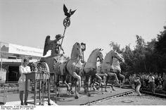 Brandenburger Tor Berlin, Enhüllung der restaurierten Quadriga