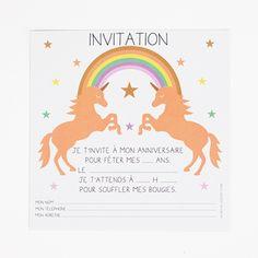 Huit cartons d'invitation idéals pour inviter tous ses amis à son super anniversaire sur le thème des princesses, licornes et des fées, puis à garder précieusement et à accrocher dans une chambre, encadrés ou non !Les cartons mesurent 14 x 14 cm.Attention : les cartes sont vendues seules, sans enveloppe.