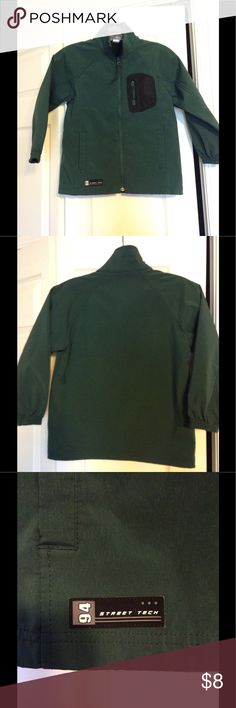 EUC Old Navy Jacket Hunter Green Boys Size Small EUC Old Navy Boys Light Weight Jacket Hunter Green 100% Polyurethane Size Small (fits 6-7) Old Navy Jackets & Coats Raincoats