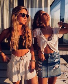 Date night clothes, occasion outfits, glamourous trend that really is comfortable too! Night Out Outfit Classy, Night Outfits, Summer Outfits, Casual Skirt Outfits, Cute Outfits, Best Friend Pictures, Ladies Dress Design, Cool Style, Girl Fashion