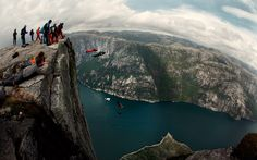 Base jumping - now that's a jump! Wingsuit Flying, Base Jumping, Paragliding, Before I Die, Gods Creation, Mammals, Vintage Photos, Places To Visit, Sky