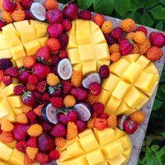 Breakfast fruit platter: ataulfo mangos, mission figs, fresh picked salmon berries & strawberries!  So yummy! #vegan