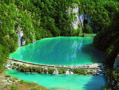 Plitvice en Croatie Lacs, Somewhere Over, Over The Rainbow, Beautiful Things, Road Trip, Destinations, Coast, Wanderlust, Europe