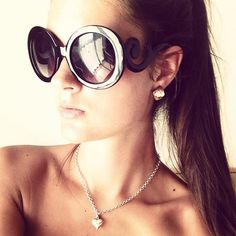 Kellyymc_ with her baroque sunglasses