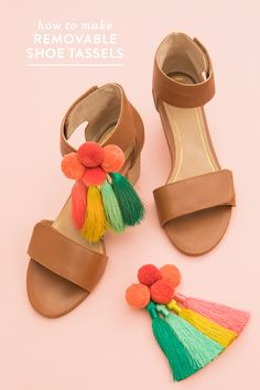 Learn how to make removable tassel and pom pom shoe charms! by Sarah Hearts Diy Tassel, Tassels, Diy Fashion, Fashion Shoes, Fashion Tips, Diy Vetement, Diy Mode, Do It Yourself Fashion, How To Make A Pom Pom