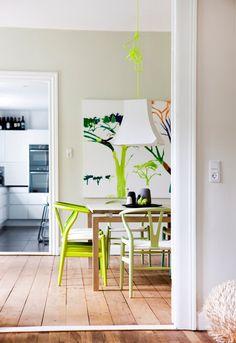 Y-stolen i forskjellige farger, kreativt og lekkert.
