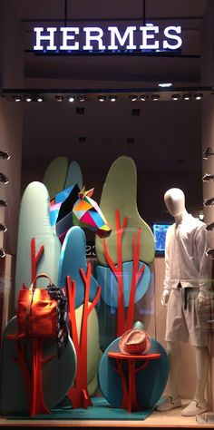 Hermés takes you to nature! - Milan fashion windows