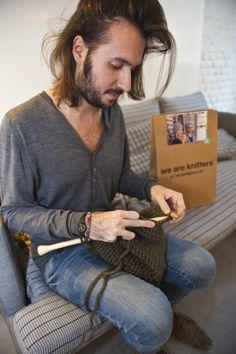 Alberto am Stricken!  www.weareknitters.com/de
