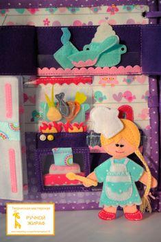 "Libro del Desarrollo ""Casa de muñecas"" Quite Book Patterns, Car Games For Kids, Felt Games, Baby Quiet Book, Quiet Time Activities, Busy Boxes, Operation Christmas Child, Felt Quiet Books, Soft Play"