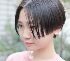 いいね!343件、コメント1件 ― 並木一樹さん(@bridge_jojonami)のInstagramアカウント: 「today's guesv ・ ジェンダーレスなハンサムショートパツっとしたラインが可愛いです ・ ショートヘアならBRIDGE並木までお任せ下さい…」 Short Wedge Hairstyles, Short Hairstyles For Women, Bob Hairstyles, Bob Styles, Short Hair Styles, Asian Bangs, Asian Style, Hair Lengths, Curls