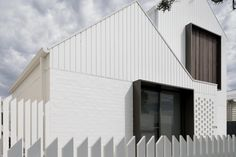 The Australian Institute of Architects has announced the shortlist for the 2018 Victorian Architecture Awards. Brick Cladding, House Cladding, Exterior Cladding, Facade House, Architecture Awards, Residential Architecture, Modern Architecture, Pavilion Architecture, Facade Design