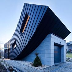 Small Home creates Large Statement with Vertically Curved Facade