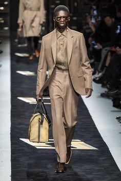 Fendi Fall-Winter Men's Fashion Show – Daily Fashion Men Fashion Show, Best Mens Fashion, Mens Fashion Suits, Fashion Stores, James Avery, Fendi, Style Costume Homme, Mens Fashion Sweaters, Urban Fashion