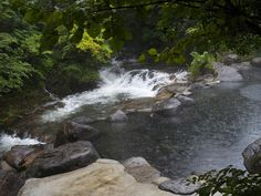 Yamamizuki is one of the furthest ryokan from the center, however, a shuttle bus from the town center takes about 5-10 minutes to get you there. The waters at this hot spring purportedly relieves stress, poor blood circulation and muscle pains.