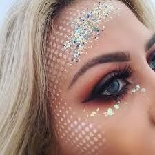 make up guide Mermaid makeup idea make up glitter;make up brushes guide;make up samples; Festival Makeup Glitter, Glitter Makeup, Glitter Face Paint, Make Carnaval, Festival Make Up, Rave Makeup, Prom Makeup, Bridesmaid Makeup, Mermaid Makeup
