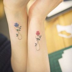 ▷ Flower Ideas Tattoo designs and their meanings .- ▷ 1001 + Ideen für Blumen Tattoo Designs und ihre Bedeutungen tattoo orchid or rose, partner tattoos with roses, blue rose for man and red for woman, symbol of eternity, love and tattoos - Subtle Tattoos, Pretty Tattoos, Beautiful Tattoos, Mother Daughter Tattoos, Tattoos For Daughters, Mother Daughters, Mother Tattoos, Tattoo For Husband, Sister Tattoo Designs